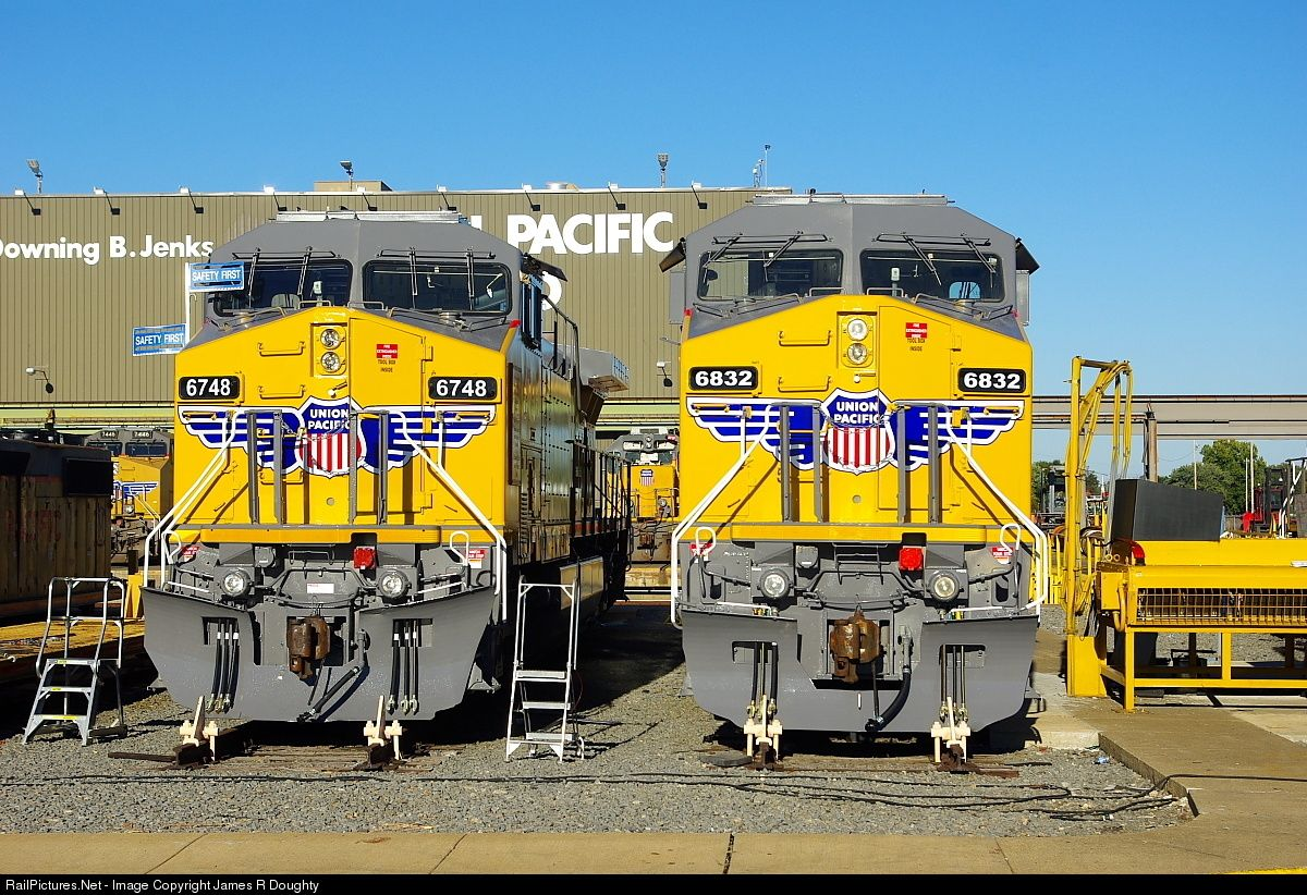 Up 6748 And Up 6832 Show Off The Brand New Paint Jobs Outside The Up Jenks Shops On A Clear October Afternoon Little Rock Pacific United States Of America