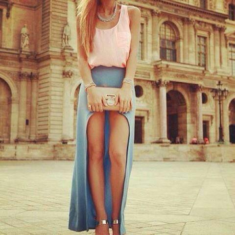 Depôs de mais um tempo achei um vestido bem bonito mais ao mesmo tempo delicado