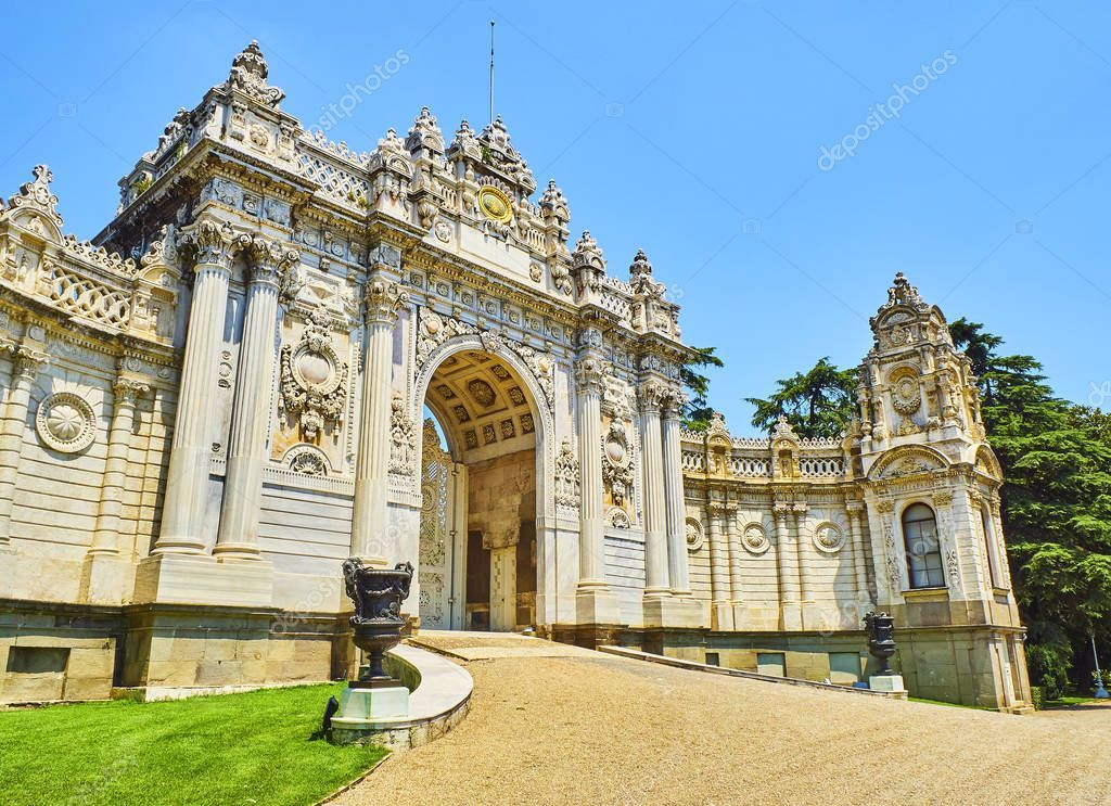 Istanbul Turkey July 2018 Treasury Gate Dolmabahce Palace Located Besiktas Dolmabahce Palace Istanbul Turkey Istanbul