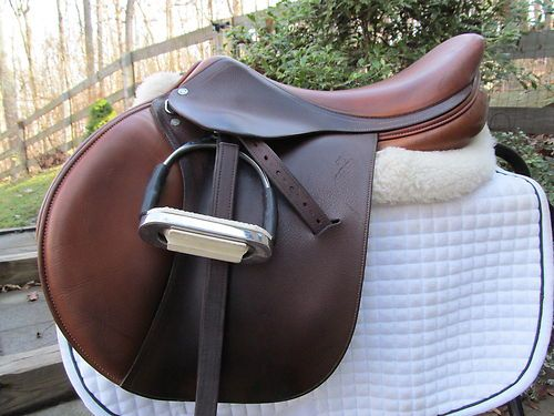 Jumping close contact leather saddle