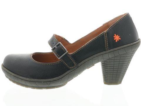 Shoes - Art: Gaucho | Outer view  tämmöset löytyy ruskeina, missä on tikkaukset kärjessä