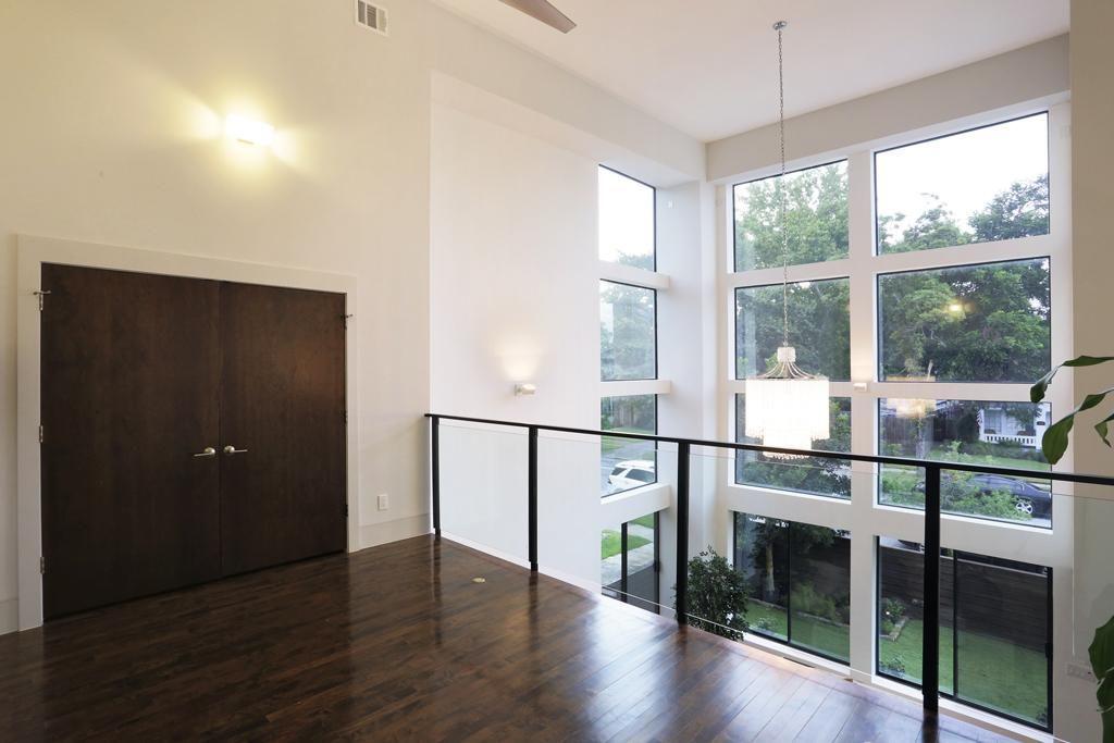 734 E 8th St Houston Tx 77007 Built In Desk Living Area Home