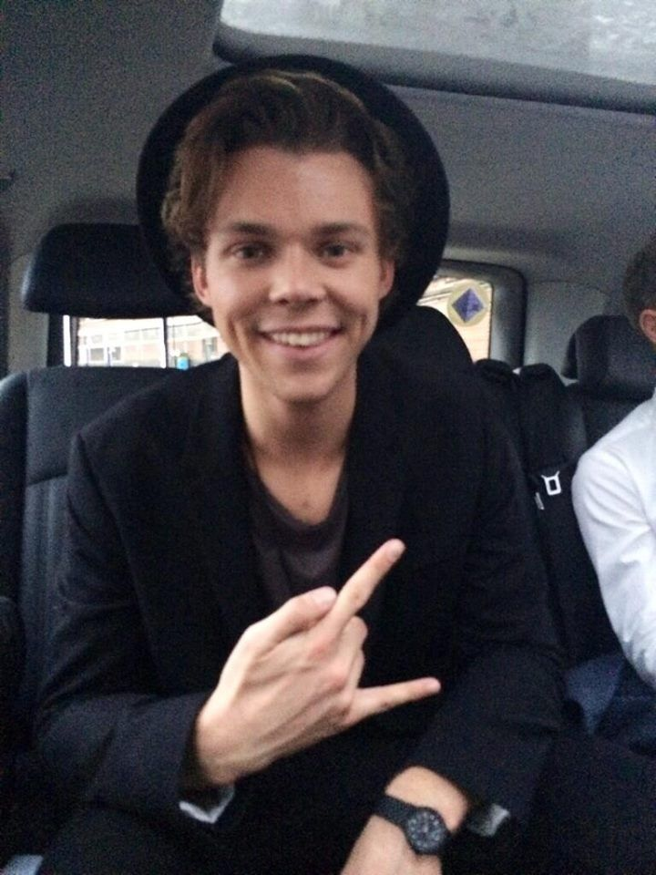 Ashton is fucking sexy in that hat. and in that vest... and that shirt... what was I talking about? 5sos