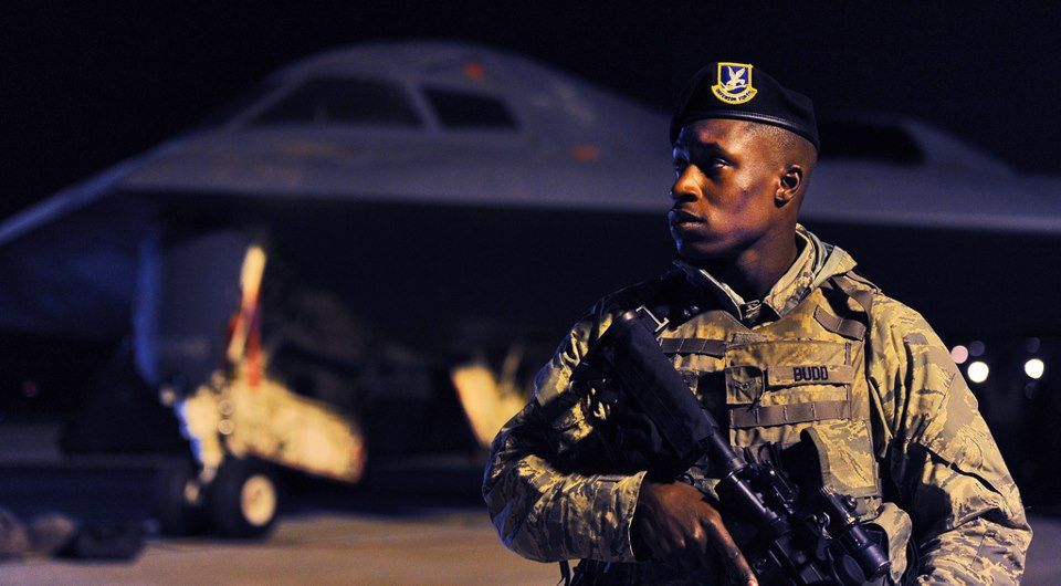 An Airman Assigned To The 509th Security Forces Squadron Guards A B 2 Spirit Aircraft At Whiteman Air Force Base Misso Air Force Airman United States Military