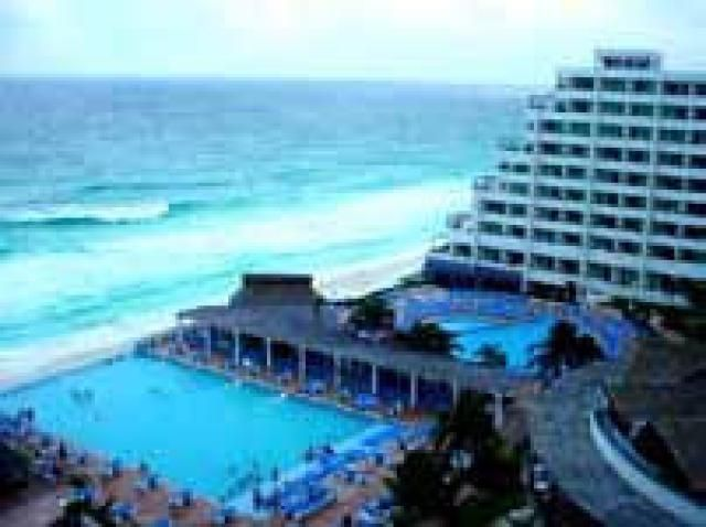 What You Need To Know About The Drinking Age In Cancun Cancun Resorts Mexico Resorts Family Resorts