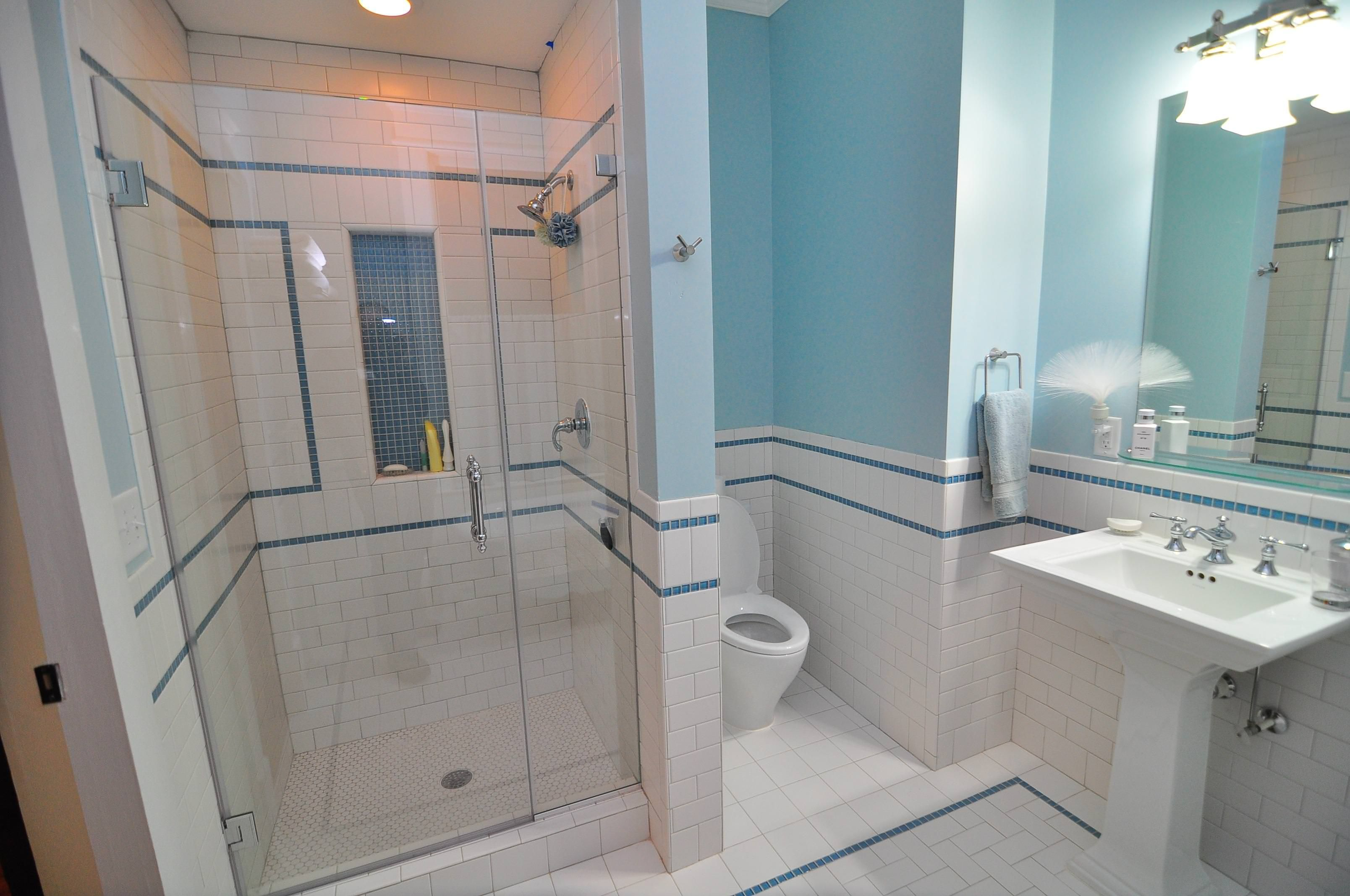 Image result for white tile blue border | Home Inspiration ...
