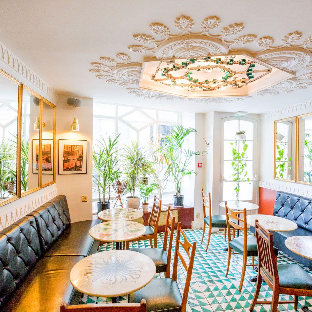 h tel du temps paris no one arrives in paris with dreams. Black Bedroom Furniture Sets. Home Design Ideas