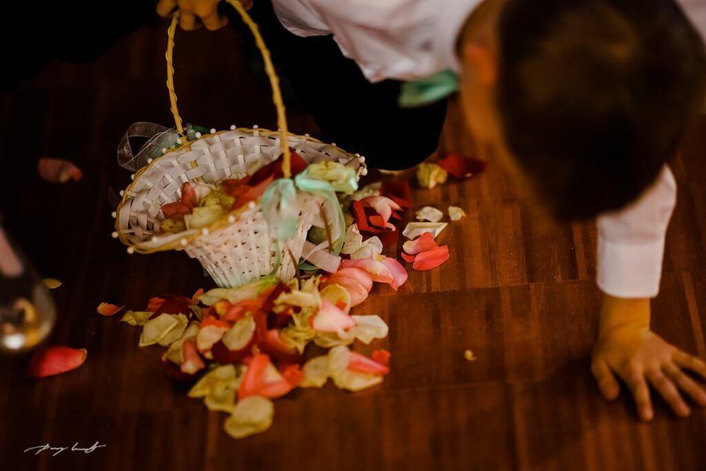 Blumenkind Hochzeitsfotografie Brautpaar Mennoniten Kirche Braunschweig Blumenstreuen Hochzeitsfotograf Hochzeit Hochzeitsfotograf Hamburg
