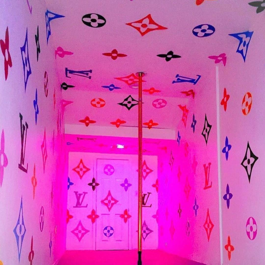 Victoria Secret Room Wallpaper