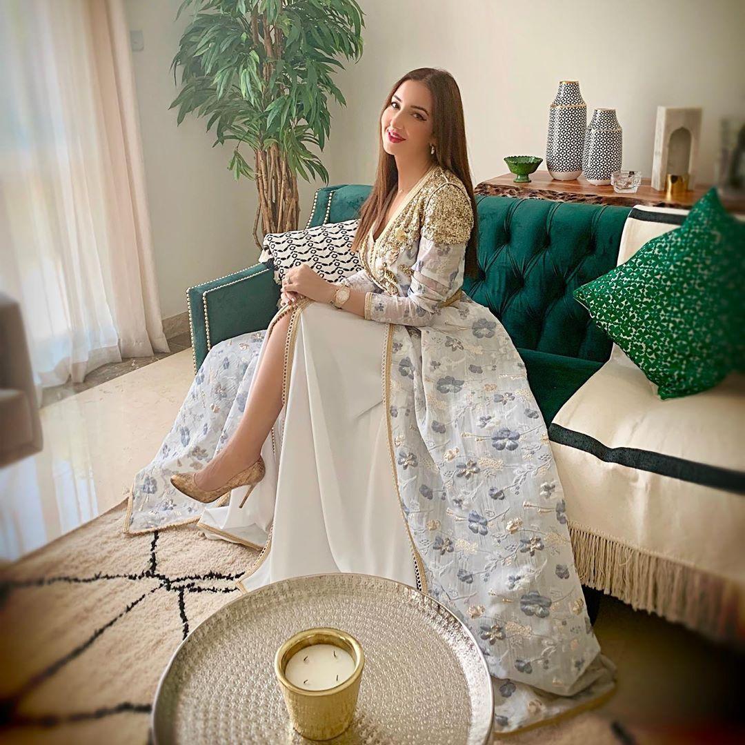 Selma Benomar سلمى بنعمر On Instagram عيدكم مبارك سعيد أتمنى لكم الصحة و العافية و راحة البال و ينعاد علي Moroccan Dress Moroccan Fashion Colorful Dresses