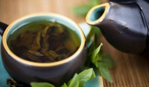 Cure dépurative au thé vert, au citron et à la stévia