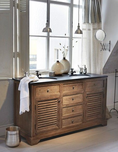 Bathroom With Industrial Lighting And Wood Vanity Doppelwaschtisch Waschtisch Wohnaccessoires