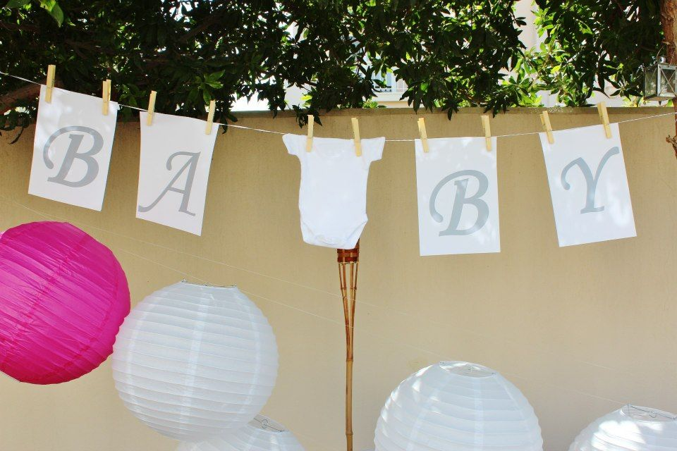 Cute #babyshower clothesline party banner with tiny babygrow!   #petalsandpearls #babyshower