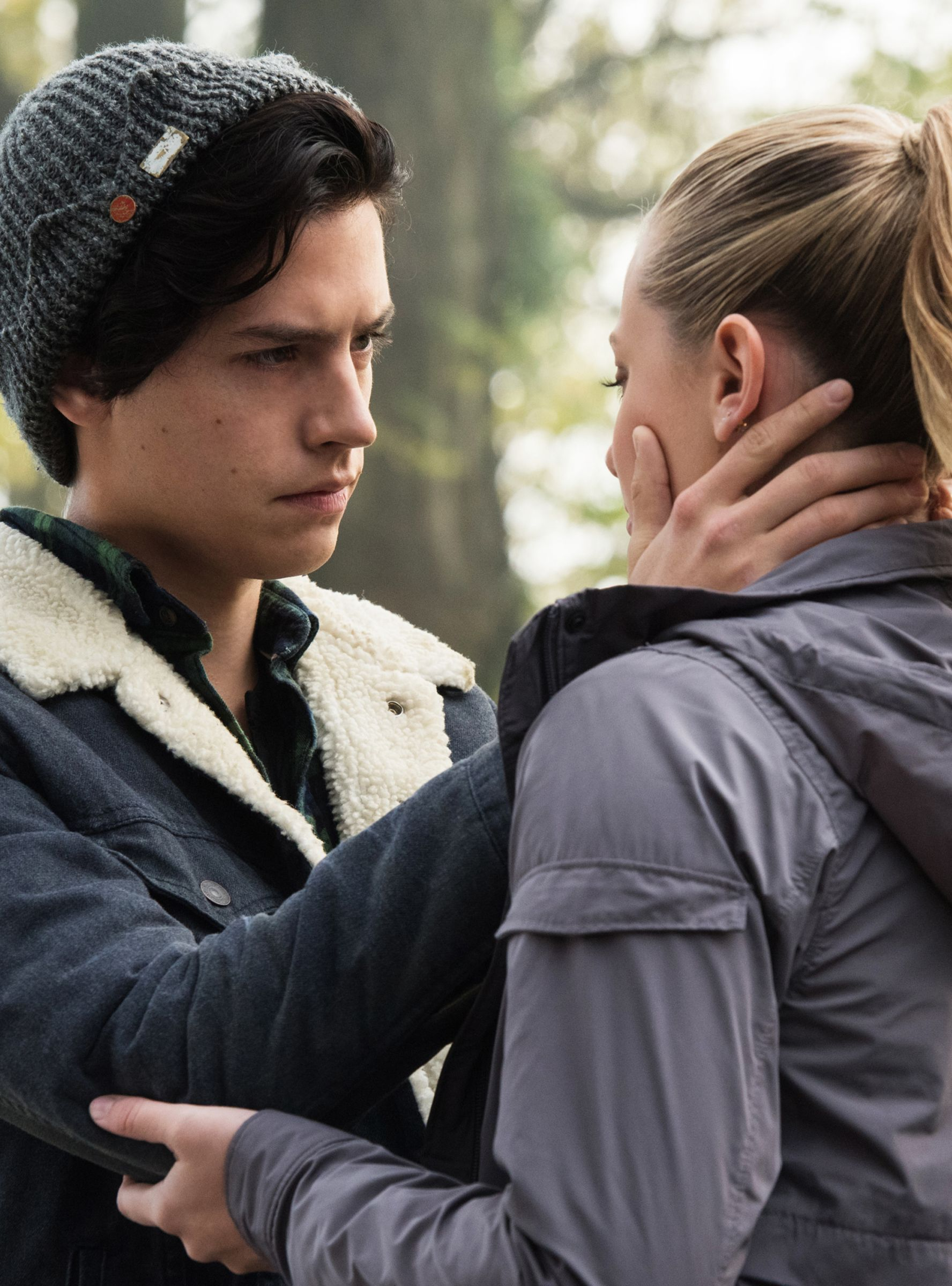 Cole Sprouse Lili Reinhart S Halloween Costume Was Extremely Couple Y Riverdale Riverdale Funny Riverdale Betty And Jughead