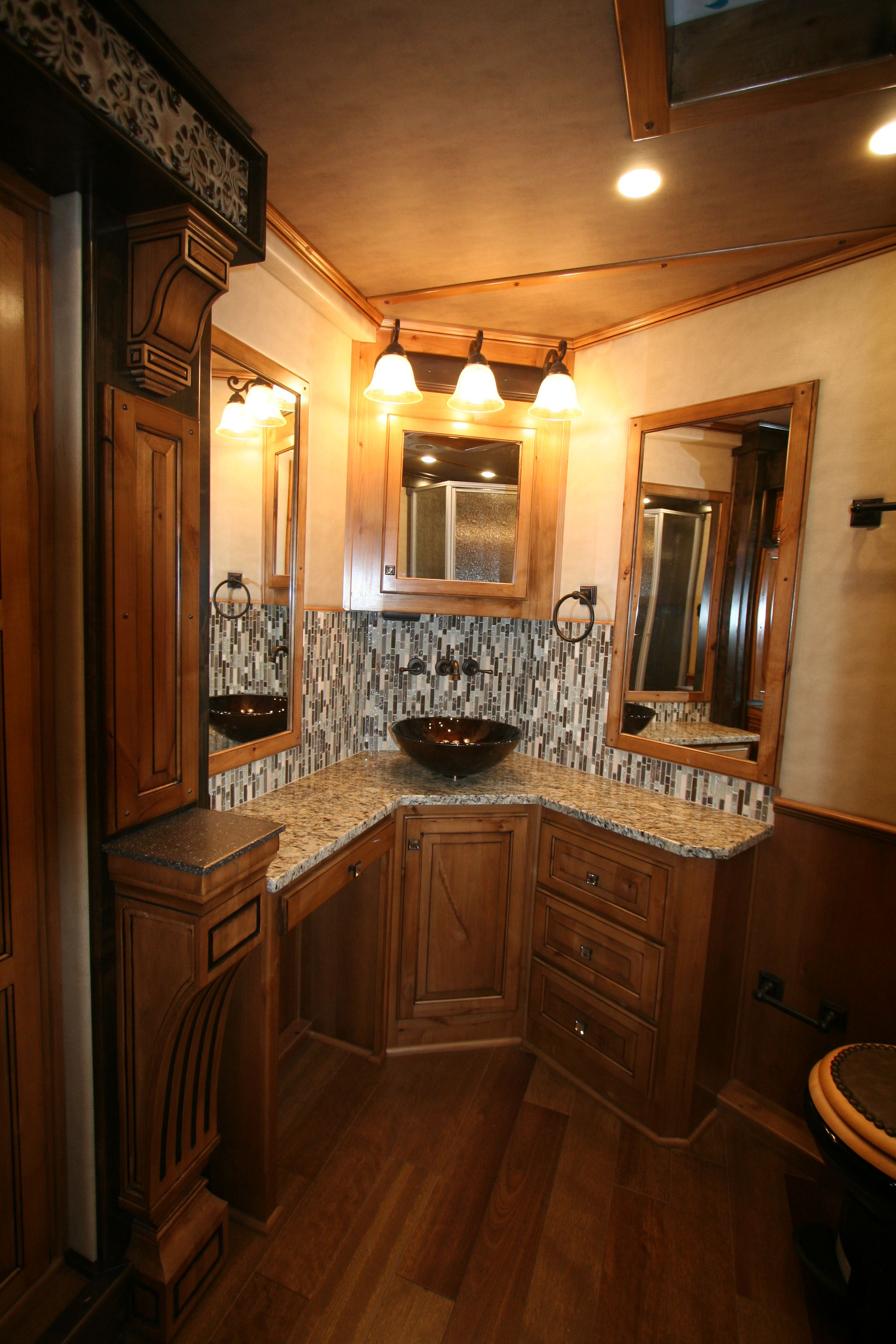 Custom Corner Vanity (With images) Luxury living, Corner