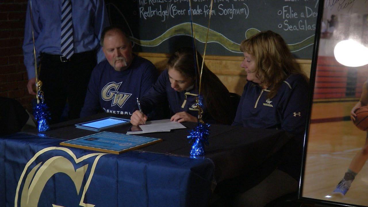 Seton's Levy commits to Washington University (With