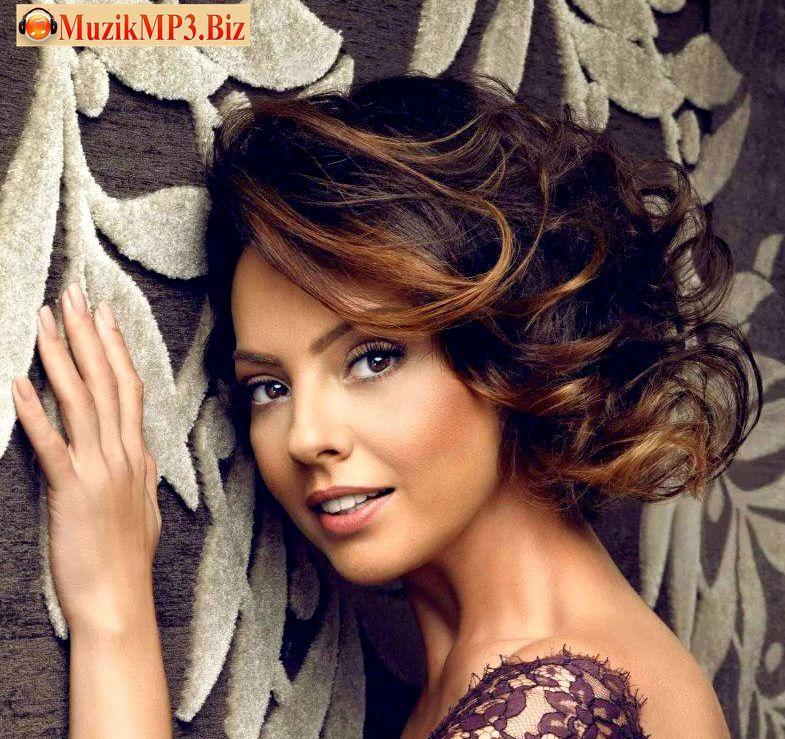 Ebru Gundes Annem Icin Muzik Indir Http Muzikmp3 Biz Annem Icin Hairstyle Beauty Hair Styles