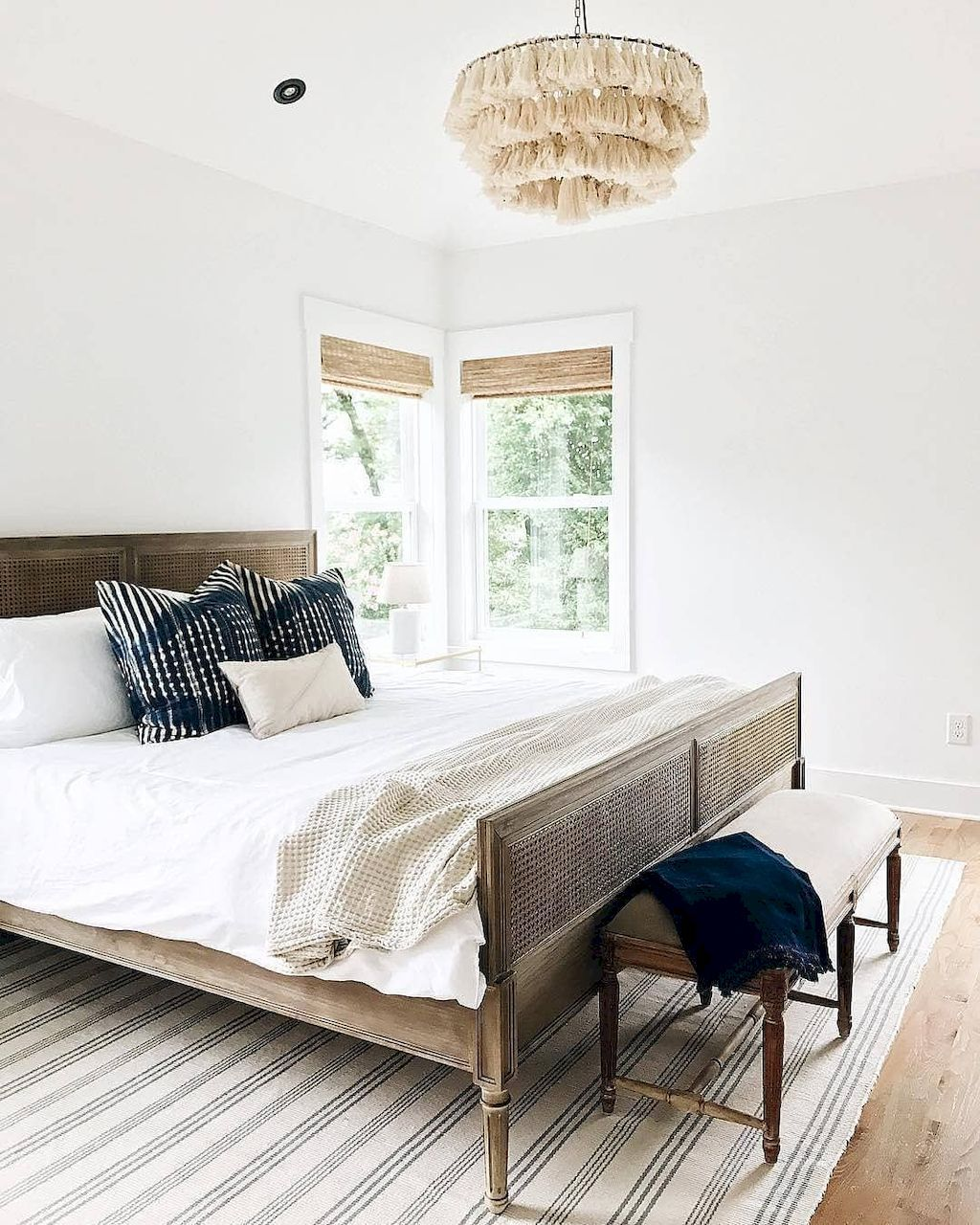25 Stunning Transitional Bedroom Design Ideas: 30+ Famous Bedroom Ideas With Beautiful Rug Decor