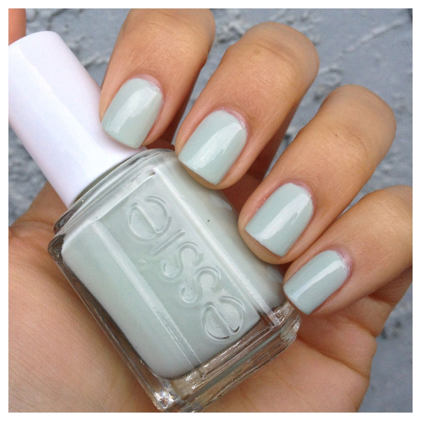 Essie - Absolutely Shore | warmfrenchonionsoup.blogspot.com