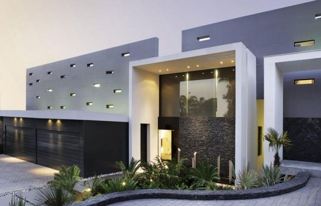 Hausbau modern  Flachdachhaus modern Haus-Eingang sinnvoll-gestalten Beleuchtung ...