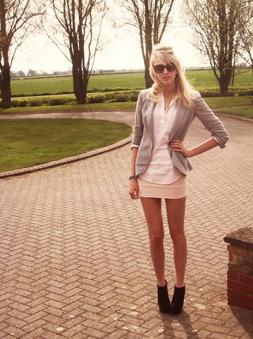 love outfits that show off long legs!