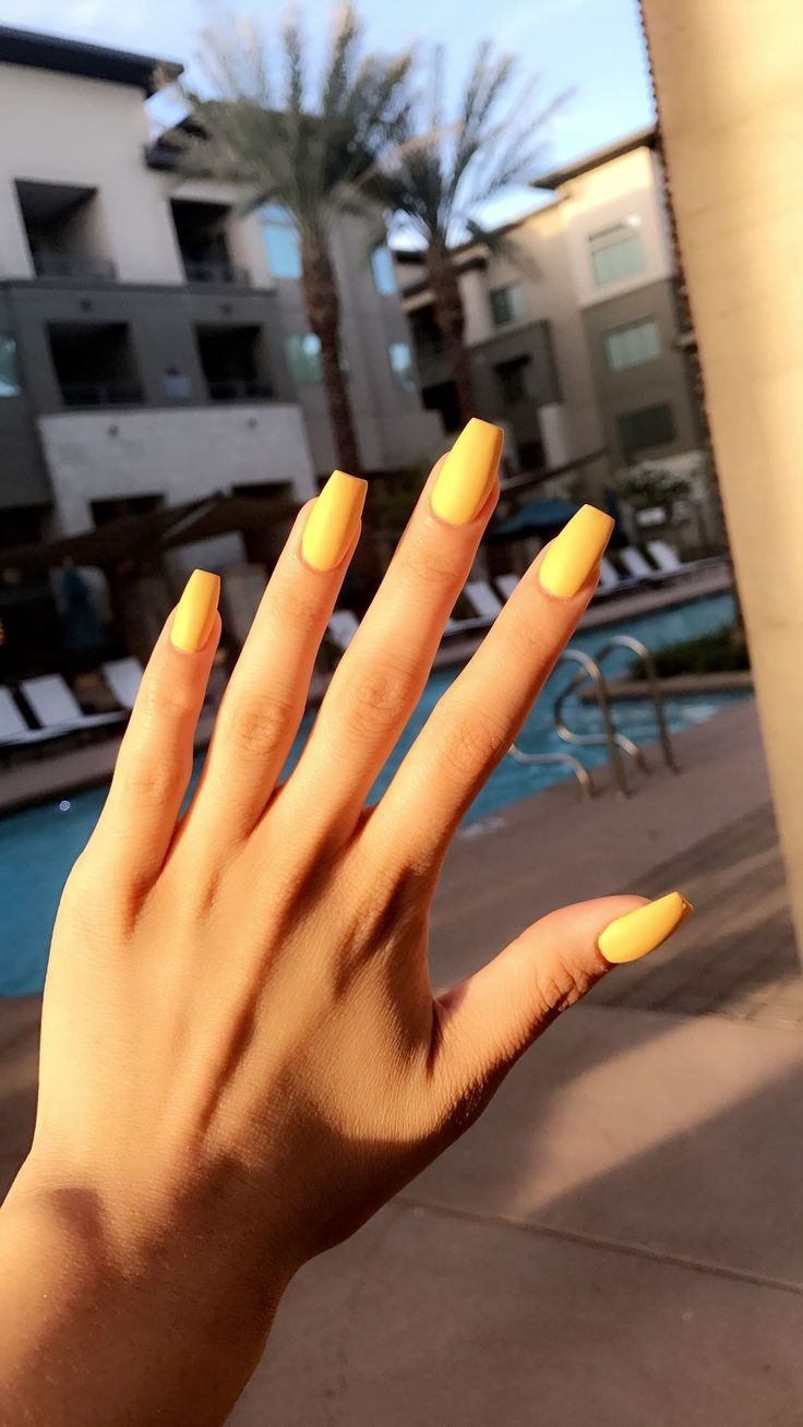 Yellow mattte coffin acrylics nails Chic nails, Coffin