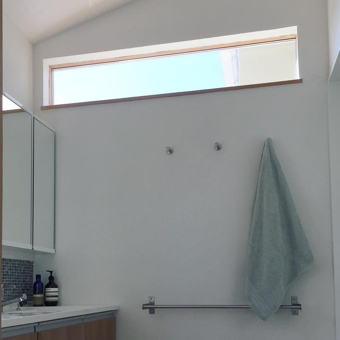 洗面所の西面にはハイサイドの窓 洗面脱衣室が狭くて写真が撮り