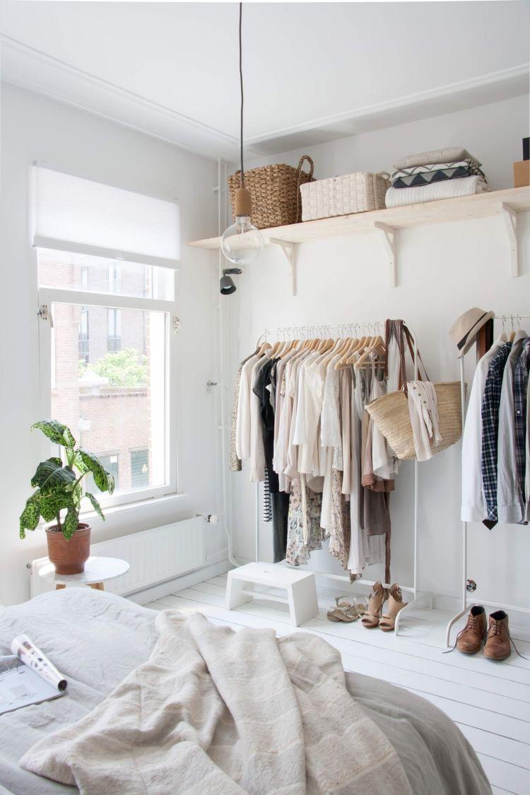 Best kleiderstange kleiderschrank schlafzimmer weiss bett fenster holzboden weiss