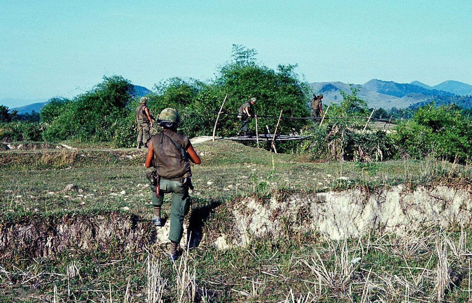 Vietnam War 1968 U S Infantry Soldiers On Patrol In I Corps Quang Ngai Province Vietnam War Vietnam War Photos Vietnam