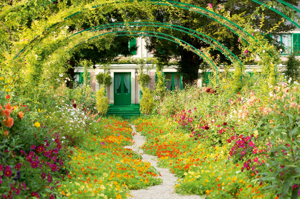 The Man Who Keeps Monet S Famed Gardens Growing Monet Garden Giverny Giverny Giverny France