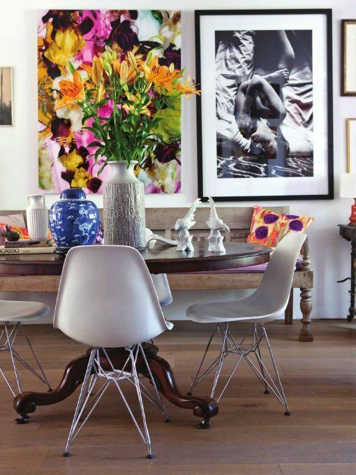 Moderne Stoelen Bij Antieke Tafel.The Modern Mix Shell Chairs In Traditional Settings Interior