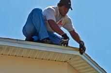 Seamless Gutters Installation Across Tamp Orlando Lakeland Seamless Gutters Gutters How To Install Gutters