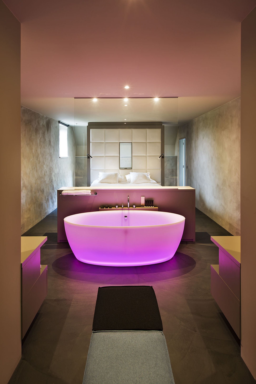 Aquamass Dip Lighting translucent luxury bathtub with chromatherapy ...