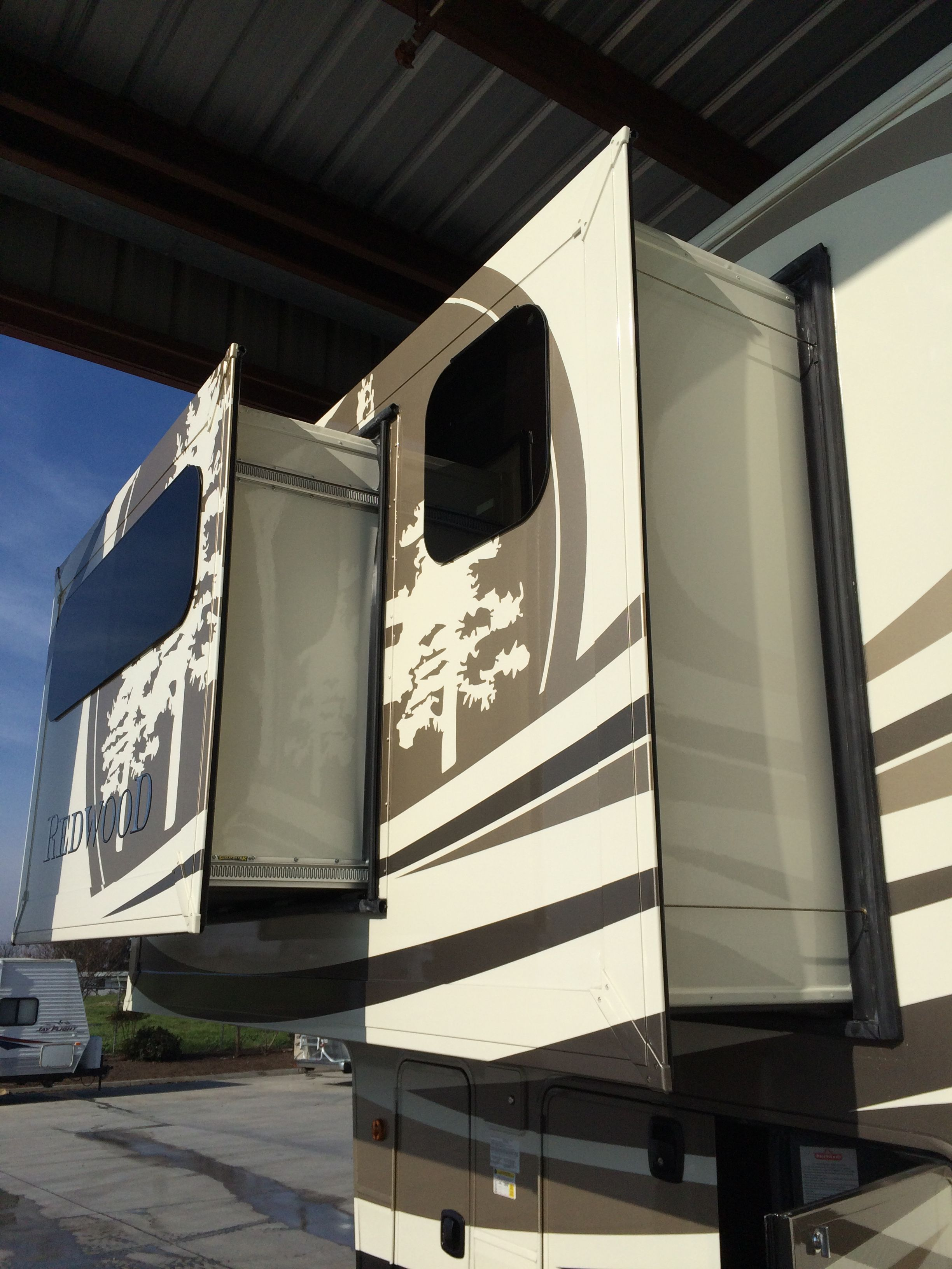 New 2015 Residential Redwood 5th Wheel 38gk With A Slideout Within