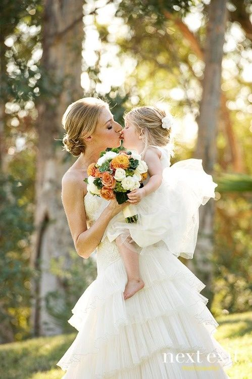 36 cute wedding photo ideas of bride and flower girl wedding 36 cute wedding photo ideas of bride and flower girl junglespirit Choice Image