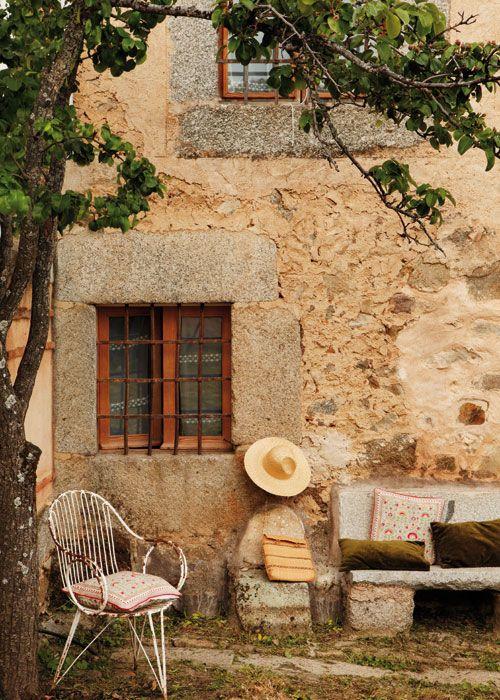 Una fachada perteneciente a una antigua casa de pueblo en for Fachadas de casas de pueblo
