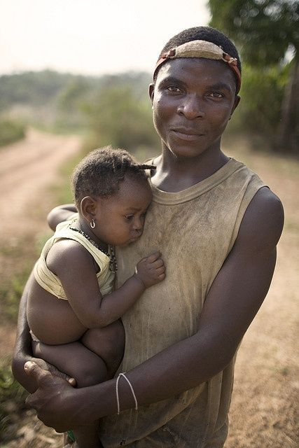 Africa | Father and daughter photographed in a small village (Gbolokai) in Liberia | ©️ Christopher Herwig.