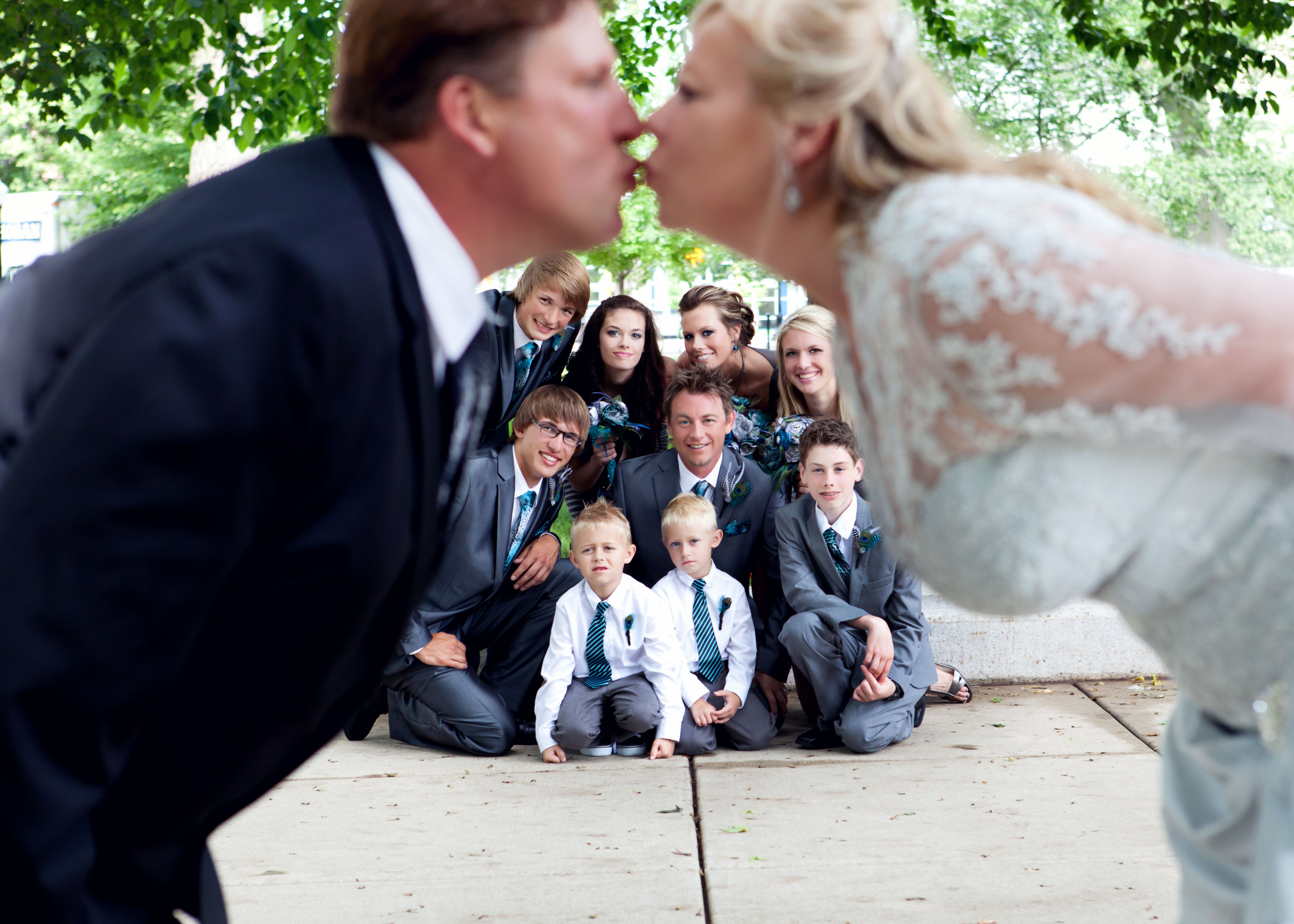 Pin By Sherry Lucy On Photography Wedding Picture Poses Family Wedding Photos Blended Family Wedding