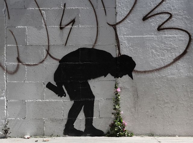 Banksy flower vomit by dullhunk on Flickr.A través de Flickr: Banksy has a much publicised casual attitude towards recreational copyright infringement and you are invited to download whatever you wish from www.banksy.co.uk for personal use. However, making your own art or merchandise and passing it off as 'official' or authentic Banksy artwork is a criminal offence…. Please feel free to  * Copy any www.banksy.co.uk imagery in any way for any kind of personal amusement * Make your own ...