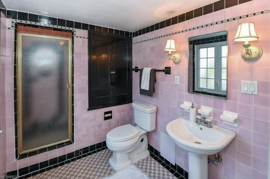 3347 Glencairn Rd Shaker Heights Oh 44122 Mls 3970324 Zillow Vintage Bathrooms Retro Bathrooms Shaker Heights
