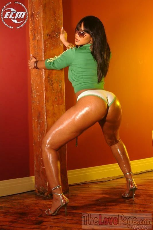 Deelishis nude photos — pic 3