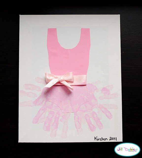 @melissa villarreal this made me think of you and the girls! Tutu hand print