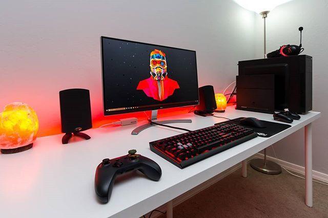 pingl par marcus holloway sur battlestation pc gaming setup gaming setup et computer setup. Black Bedroom Furniture Sets. Home Design Ideas