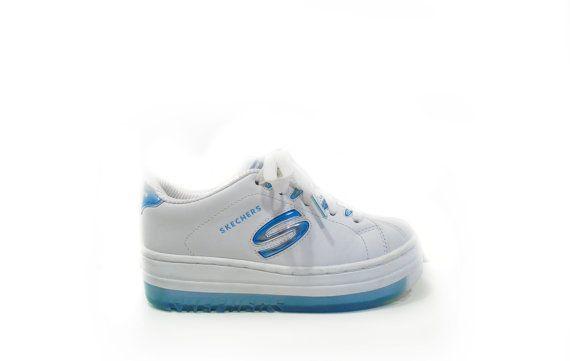 Fuera de Sociología Piñón  90's Blue Metallic and White Platform Skechers Sneakers 6.5 - 7 | Skechers  sneakers, Sneakers, White sneaker