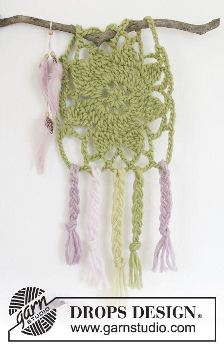 Crochet DROPS dream catcher in \