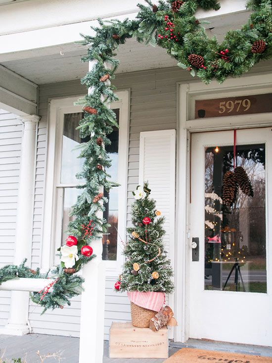 Outdoor Christmas Decorating Ideas Red apple, Colonial and Garlands