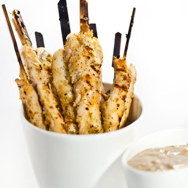 Ginger Chicken Stay with Peanut Sauce  ~ click for recipe  mmmm.... wish I can cook well... :L