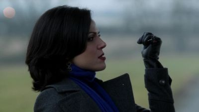 Love how Regina can just catch an arrow with no problem