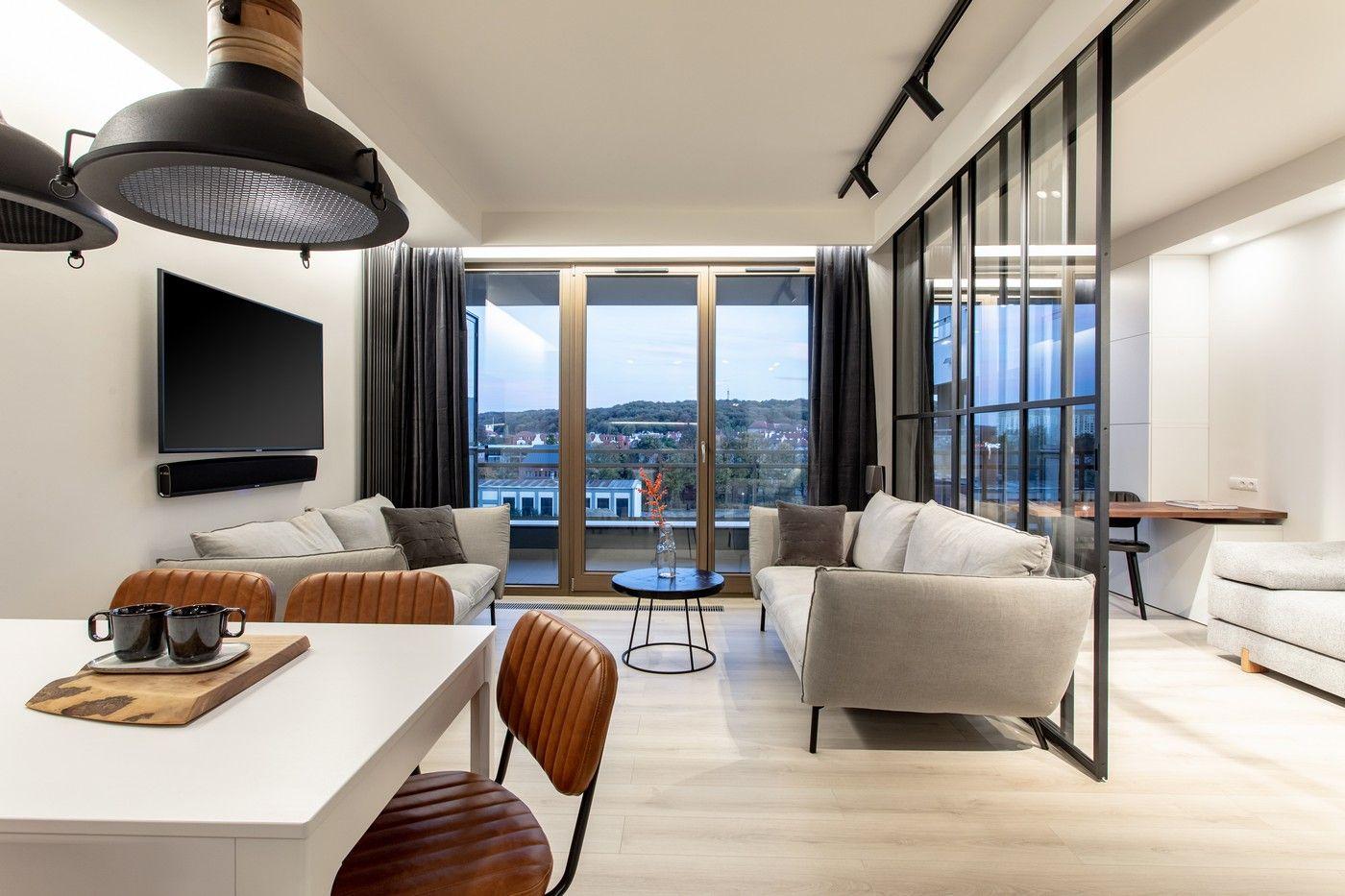 Foorni Pl Projekt Edyta Malec Jadalnia Salon I Miejsce Do Pracy Wiele Funkcji W Jednym Mieszkaniu Loft Salon Kuchnia Jadaln Home Decor Design Home