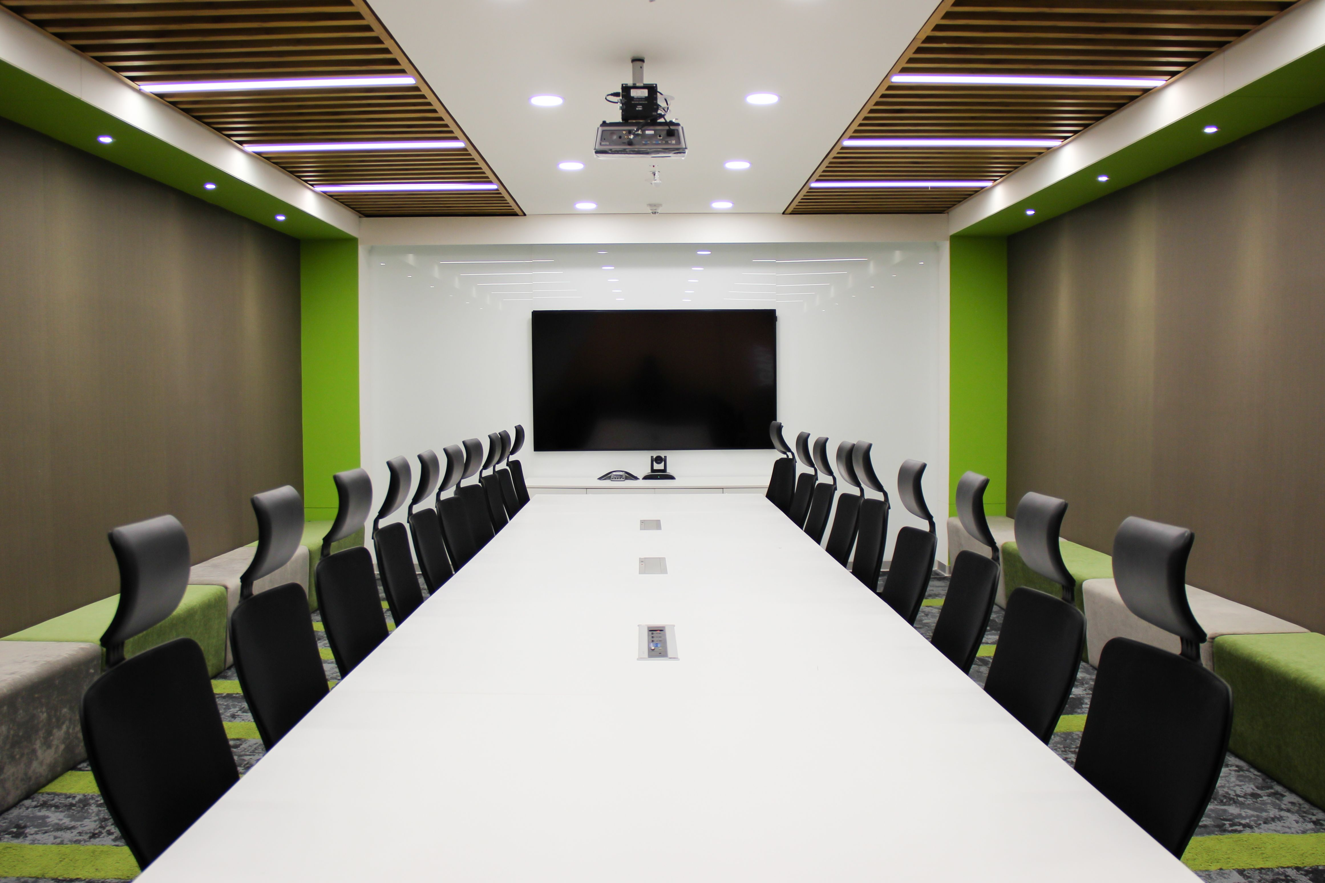 The Minimalist Office Meeting Room Conference Room Design Office Meeting Room Interior Design Modern conference room colors